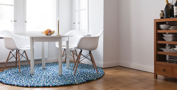 kunterbunte filzkugel teppiche nachhaltige handwerkskunst. Black Bedroom Furniture Sets. Home Design Ideas